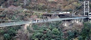 つり橋上で結婚式(奈良県十津川村)